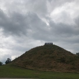 """The big mound doesn't look as large as it is until you get to the top.   This was used for ceremonies by the chiefs and head """"priests"""""""