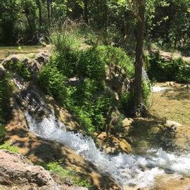 Spicewood Springs waterfall and waterholes