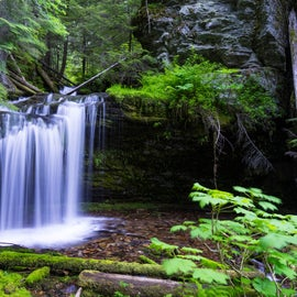 This is Fern Falls which is just a small drive and a slight hike up the trail from Kit Price and Devils Elbow Campgrounds.