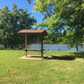 One of the picnic tables close to the lake, awesome view