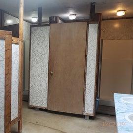 Main bathroom with 3 showers