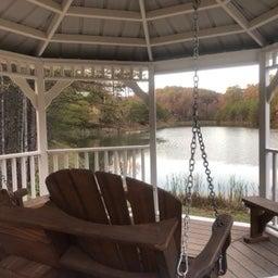 Nice gazebo with swing to enjoy the lake