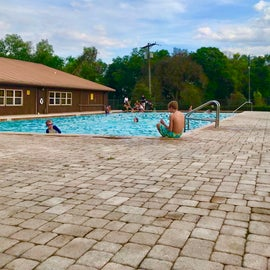 Clean pool great to take a dip after a couple hour trail ride!