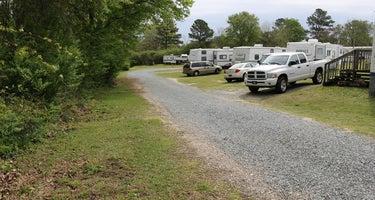 Four Oaks Lodging & RV Resort