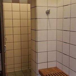 Great individual showers with dry area for clothes