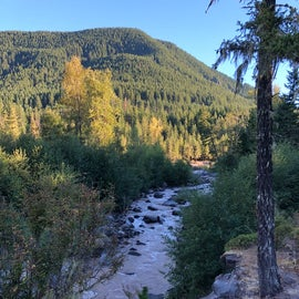 Sandy River is nearby.