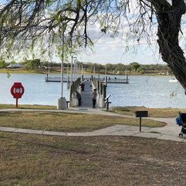 Aluminum fishing pier