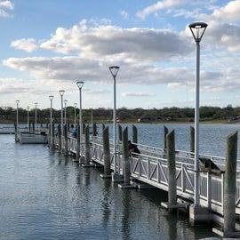 Aluminum floating fishing pier