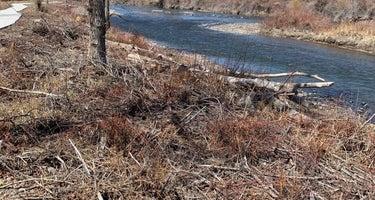 Woods & River RV Park