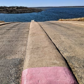Huge boat launch.  Zebra Mussels are a major issue, so clean, drain, dry your boat so you don't spread them.