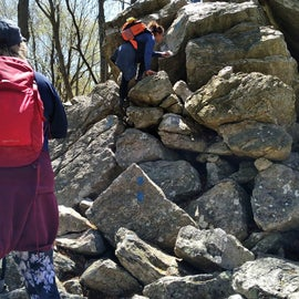 Blue path highly advanced hiking skills, Yellow long, red medium.