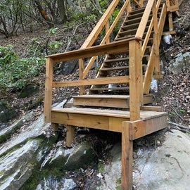 steps down to cascade on bear paw trail