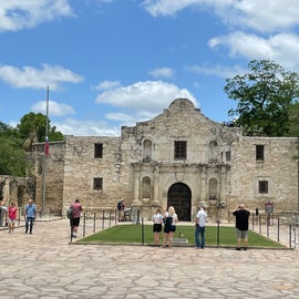 8 minutes from Alamo
