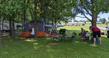 Hickory Oaks Fly In & Campground
