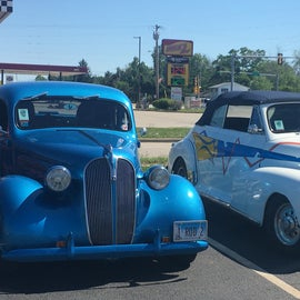 Car show at the diner