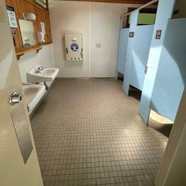 A CLEAN MENS ROOM?!