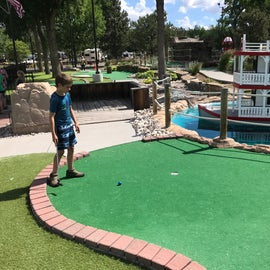 mini golf (first thing in the AM so there weren't many people out)
