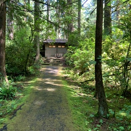 path to bathhouse next to my campsite
