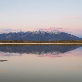 Picture of the Epic mountain with a reflection off the salt flat.