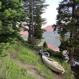 Plenty of easy places to put your kayak in.