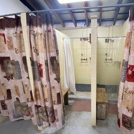 showers in women's bathroom