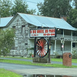 Don't let the dilapidated building fool you, look for the Big Wheel RV Park sign and you're golden