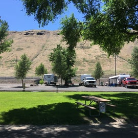 View of RV spots—not sure how the middle space worked?