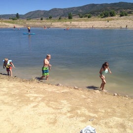 there are good places for the kids to swim