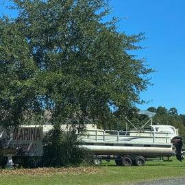 Most folks here were RV'ers with houseboats in tow
