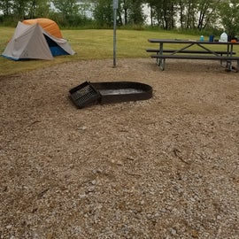 Great fire pit, plenty of space to set up